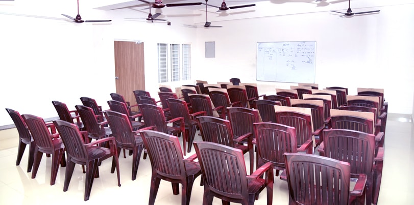the best bank and ssc exam coaching institute in india - puducherry - classroom-min