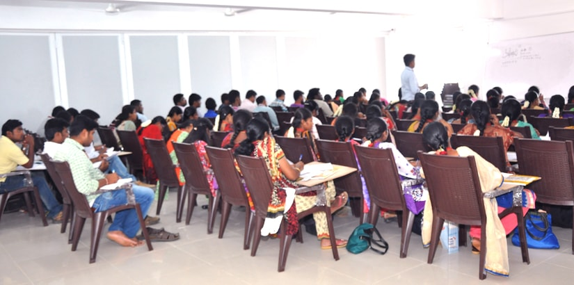 RACE BANK AND SSC EXAM COACHING INSTITUTE - ERODE BRANCH - STUDENTS IN CLASSROOM
